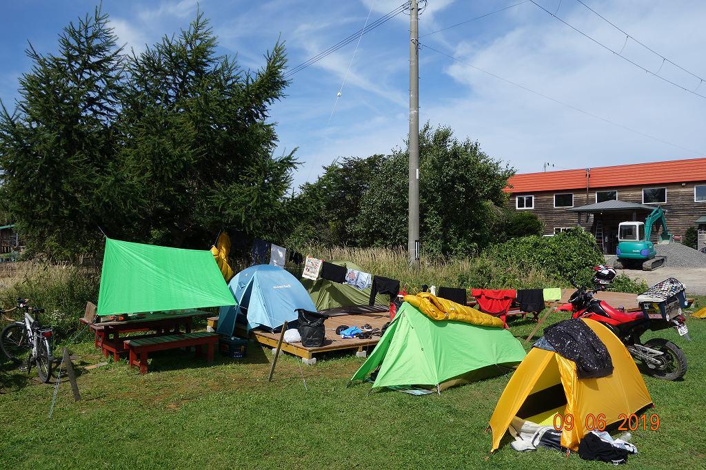 ライダーハウスでキャンプ