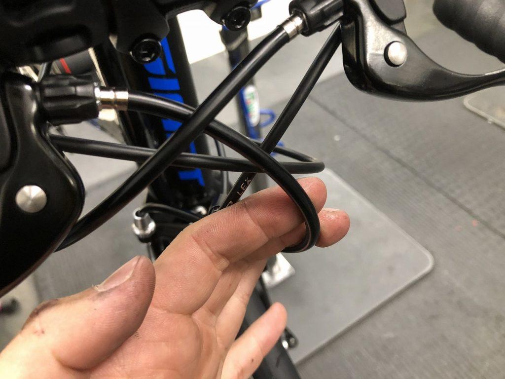 ロードバイクのアウターケーブル