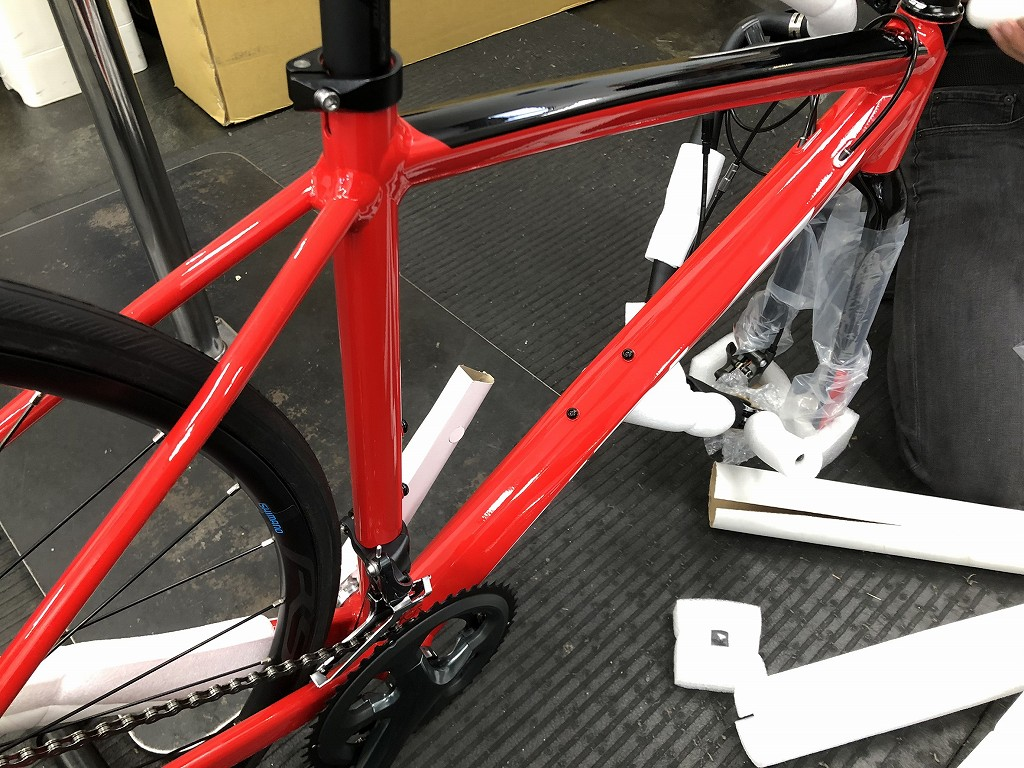 自転車の梱包を剥す