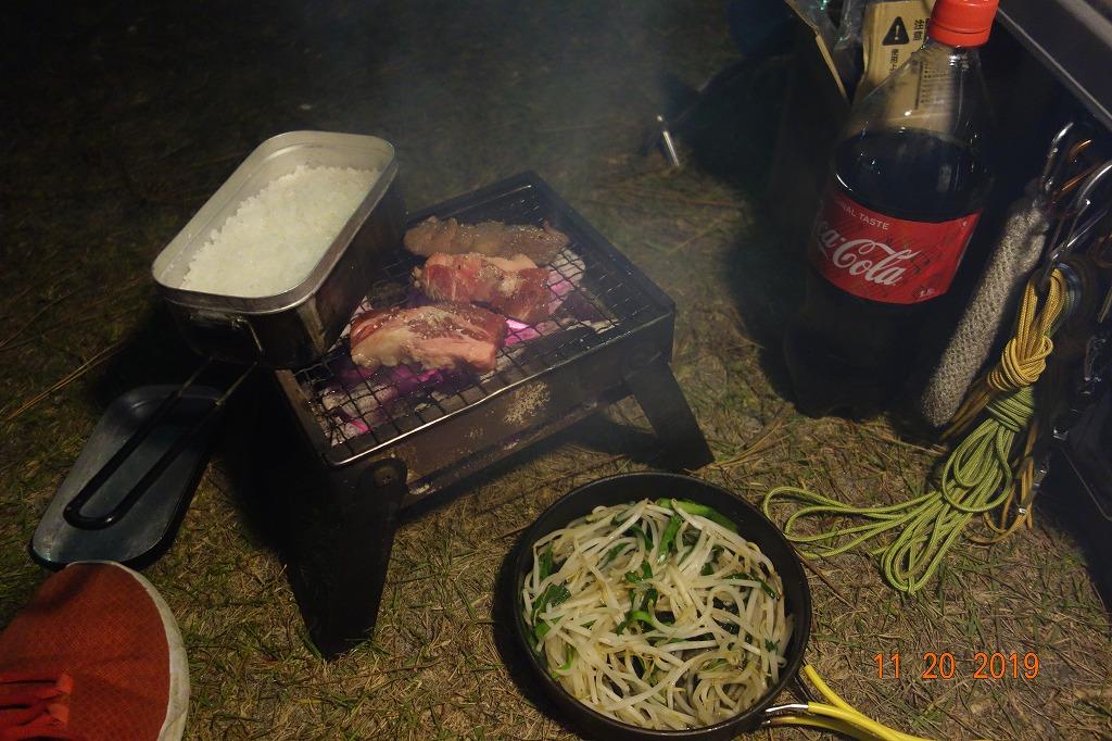 キャンプ場で焼肉
