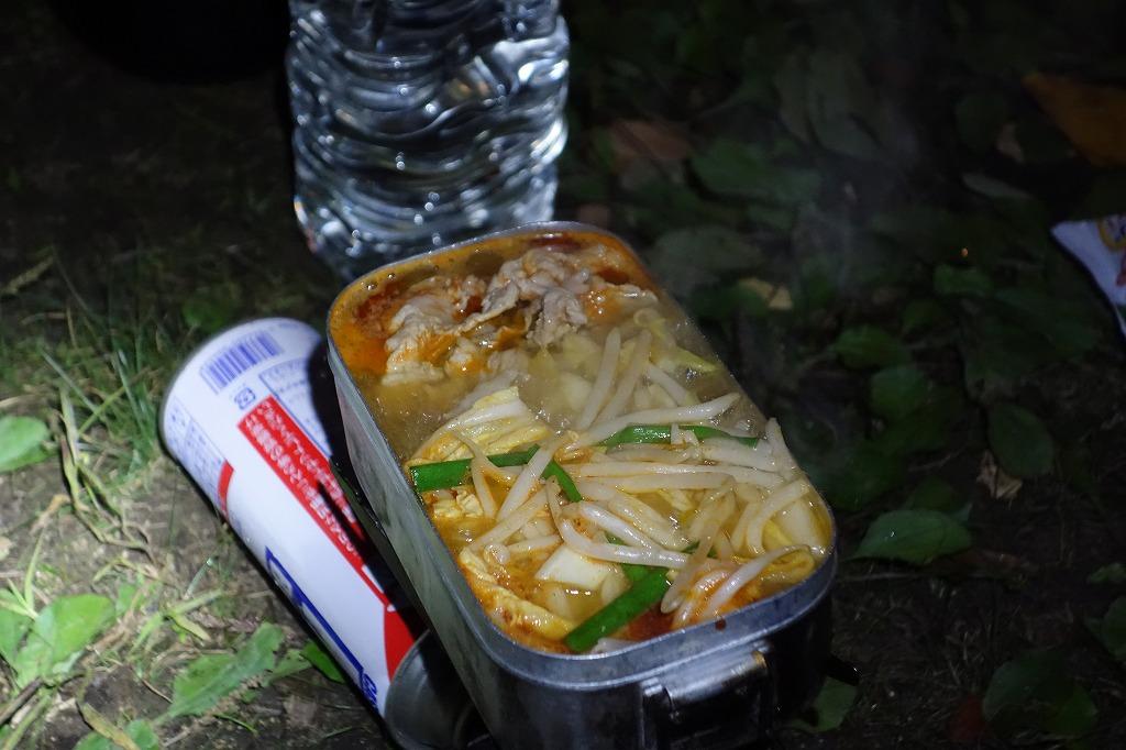 キャンプ場でキムチ鍋