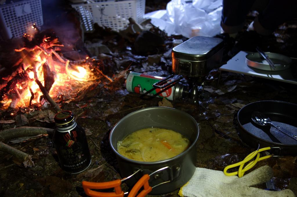 キャンプ場で豚汁